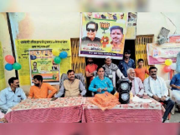 पात्र परिवारों को राशन बांट कर प्रधानमंत्री अन्नोत्सव मनाया गया। - Dainik Bhaskar