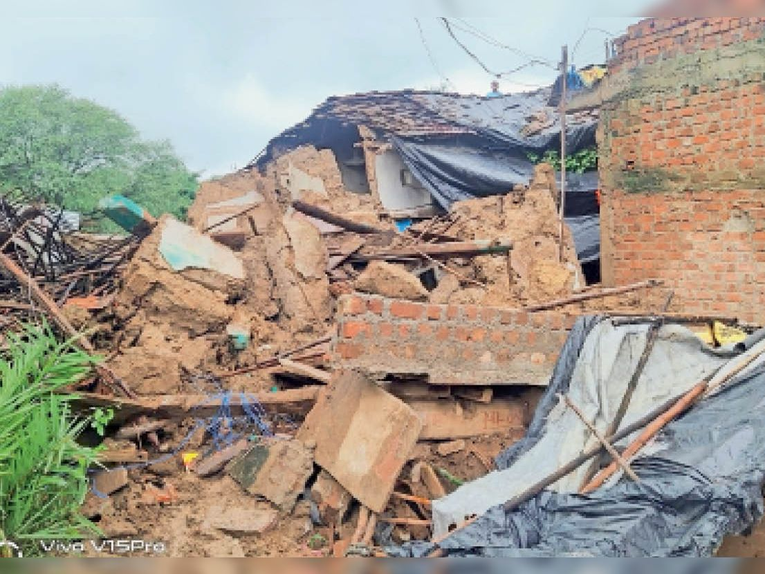कुरवाई क्षेत्र के सिरावदा गांव में बाढ़ के बाद दिखी तबाही। - Dainik Bhaskar