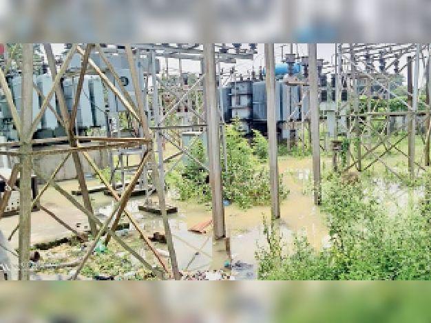 बरियारपुर विद्युत सब स्टेशन में फैला बाढ़ का पानी