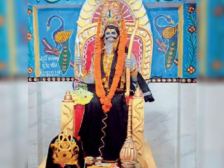 सोहसराय में स्थापित शनिदेव की प्रतिमा। - Dainik Bhaskar