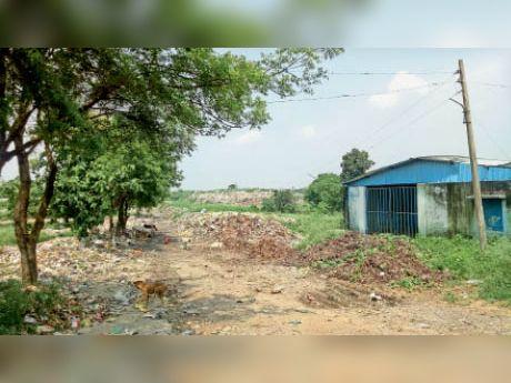बरबसपुर का कचरा डंपिंग यार्ड जिसे अब बंद कर दिया गया - Dainik Bhaskar