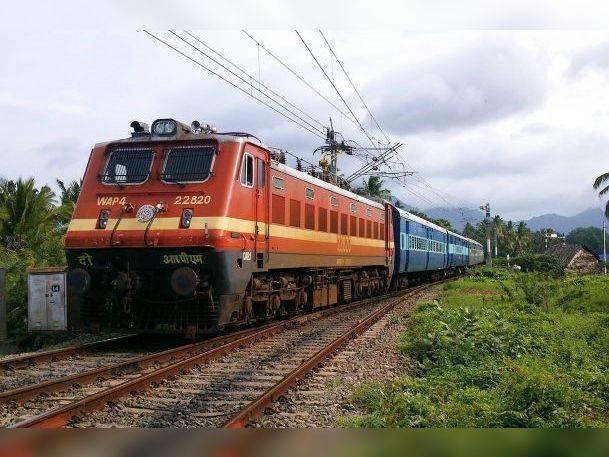 इंदौर स्टेशन से दो डेमू व एक पैसेंजर ट्रेन कल से शुरू होगी, फिर से शुरू होगा अनारक्षित ट्रेनों का संचालन|इंदौर,Indore - Dainik Bhaskar