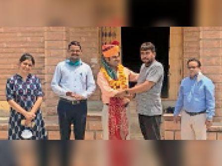 बायतु. कृषि महाविद्यालय में नवनियुक्त प्रोफेसर का स्वागत। - Dainik Bhaskar