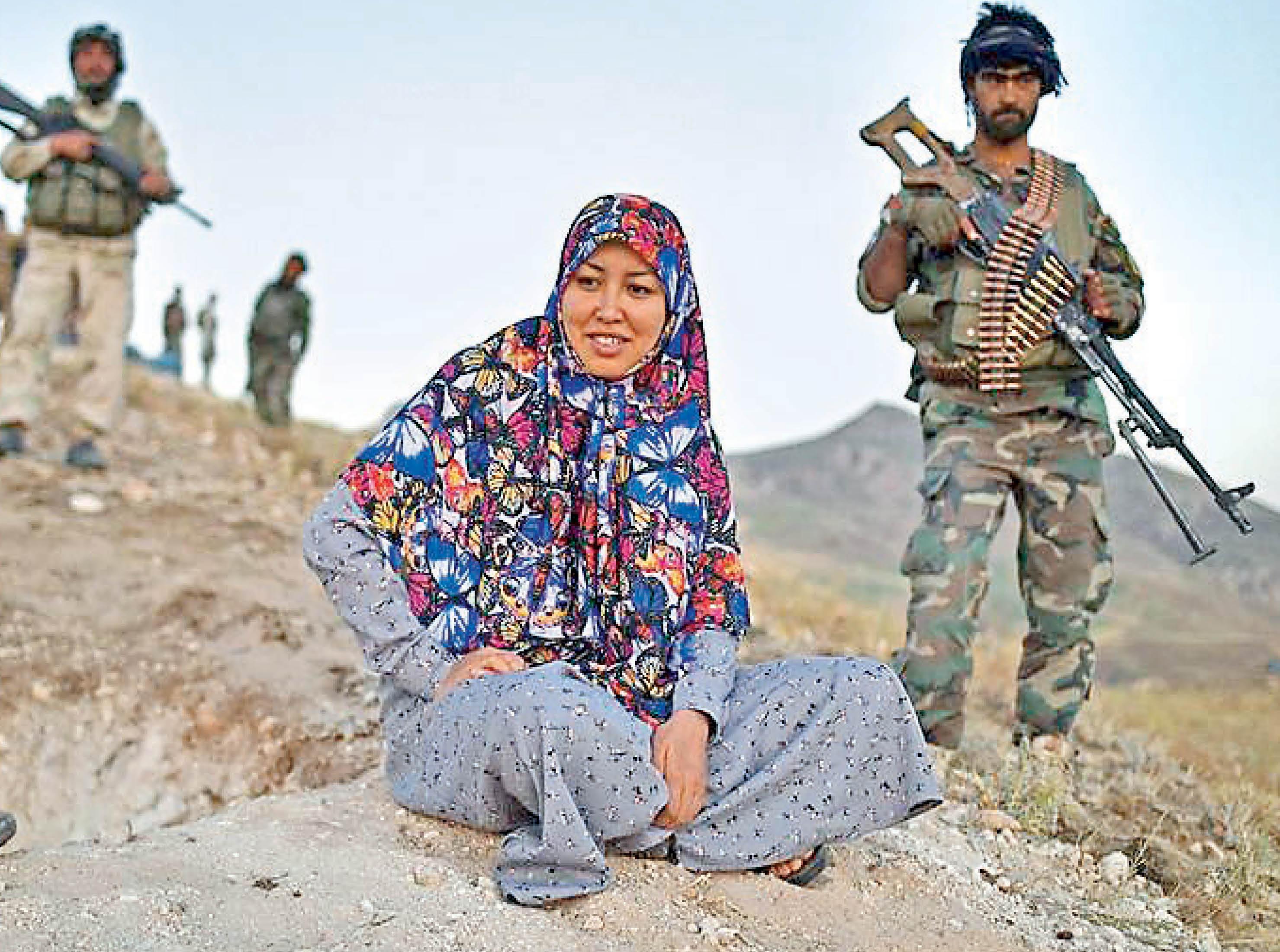 तालिबान ने जेल तोड़ 700 लड़ाकों को छुड़ाया, शरिया कानून लागू; संघर्ष के दो महीने में लोगों की जिंदगी बदतर हुई विदेश,International - Dainik Bhaskar