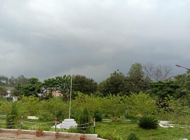 बस्तर संभाग के कई जिलों में आज हल्की से मध्यम बारिश होने की संभावना है। - Dainik Bhaskar
