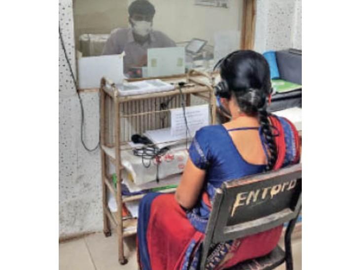 हर महीने सुनने में परेशानी वाले 150 मरीज, इनमें 70% युवा, दिक्क्त की बड़ी वजह है ऑनलाइन क्लासेस, मीटिंग और वेब सीरीज|भोपाल,Bhopal - Dainik Bhaskar