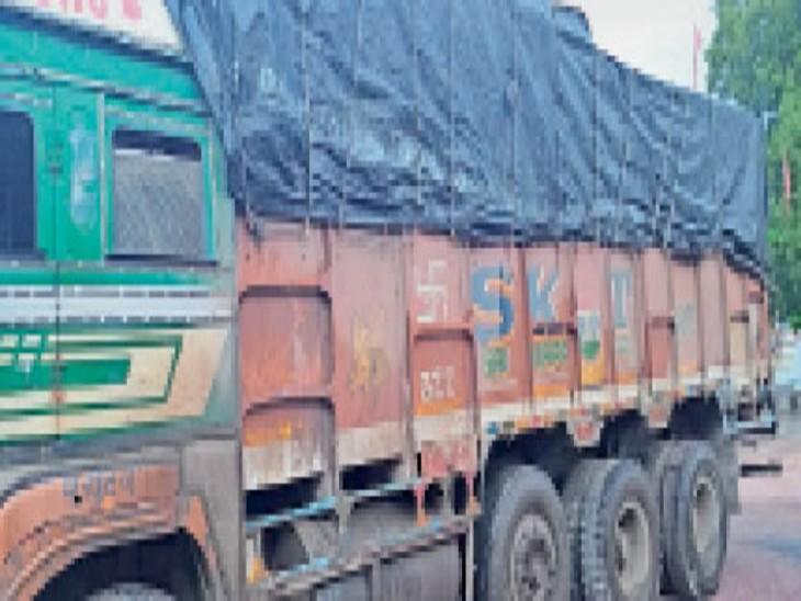 बड़ागांव पुलिस ने मूंग से भरे ट्रक को किया जब्त। - Dainik Bhaskar