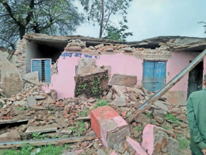 आनंदपुरी के 49,गढ़ी के 23 स्कूल जर्जर, बारिश में ढहने की आशंका|बांसवाड़ा,Banswara - Dainik Bhaskar