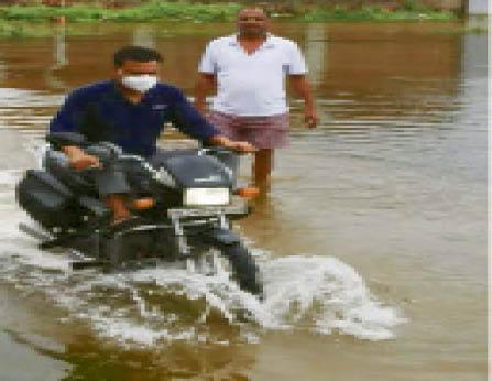 भरतपुर। जगन्नाथ पुरी में भरा बरसाती पानी। - Dainik Bhaskar
