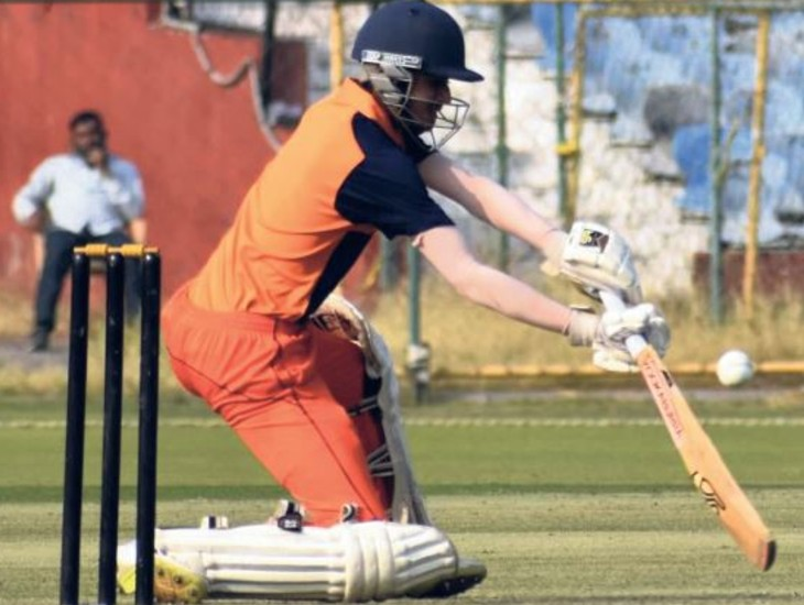 क्रिकेटर अभ्यांश सिंह के साउथ अफ्रीका के लंगा क्रिकेट क्लब में चुने जाने से क्रिकेट प्रेमियों में हर्ष है। अभ्यांश को उसके मित्र और रिश्तेदारों ने बधाई दी। - Dainik Bhaskar