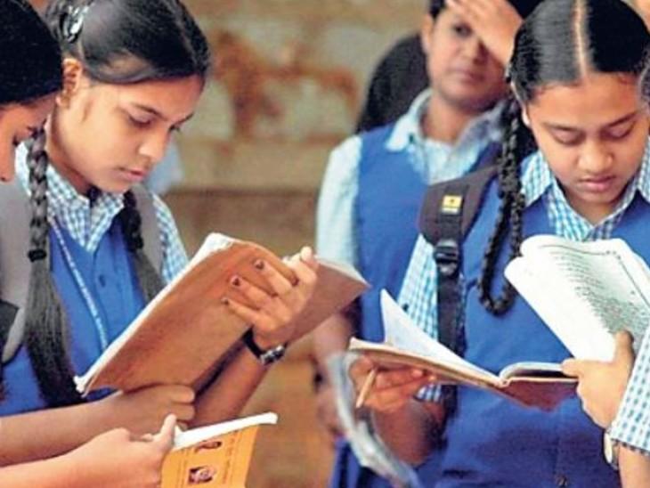 कोरोना के घटते मामलों के चलते अब अभिभावक और स्कूल संचालक स्कूल खोलने की मांग करने लगे हैं। - Dainik Bhaskar