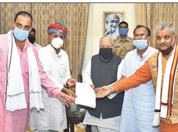 कार्यवाहक कुलपति थानवी काे हटाने के लिए भाजपा सांसद और विधायकों ने राज्यपाल को दिया ज्ञापन|जयपुर,Jaipur - Dainik Bhaskar