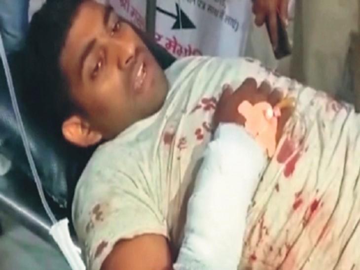 बाढ़ में घर में घुस 4 अपराधियों ने कुख्यात काे एक के बाद एक मार दीं 16 गोलियां; हालत नाजुक|पटना,Patna - Dainik Bhaskar