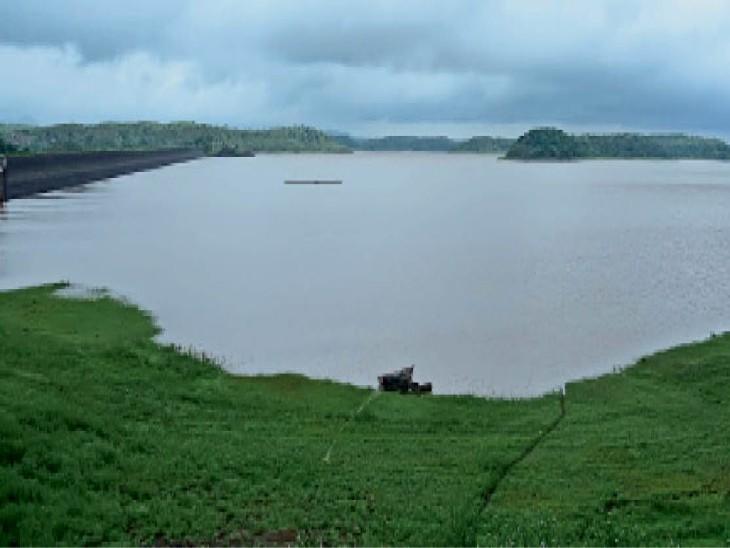 सिर्फ 13 दिन में कुल औसत की 27.33% बारिश, पिकनिक स्पाॅट पर पुलिस का पहरा इसलिए ना जाएं, शहर में 34 घंटे में 1.77 इंच बारिश रतलाम,Ratlam - Dainik Bhaskar