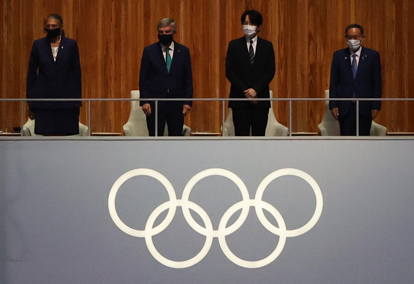 समापन समारोह के दौरान इंटरनेशनल ओलिंपिक कमेटी के प्रेसिडेंट थॉमस बाक, जापान के क्राउन प्रिंस अकिशिनो और जापान के प्रधानमंत्री योशिहिदे सुगा भी पहुंचे। सभी ने मास्क लगाया हुआ है।