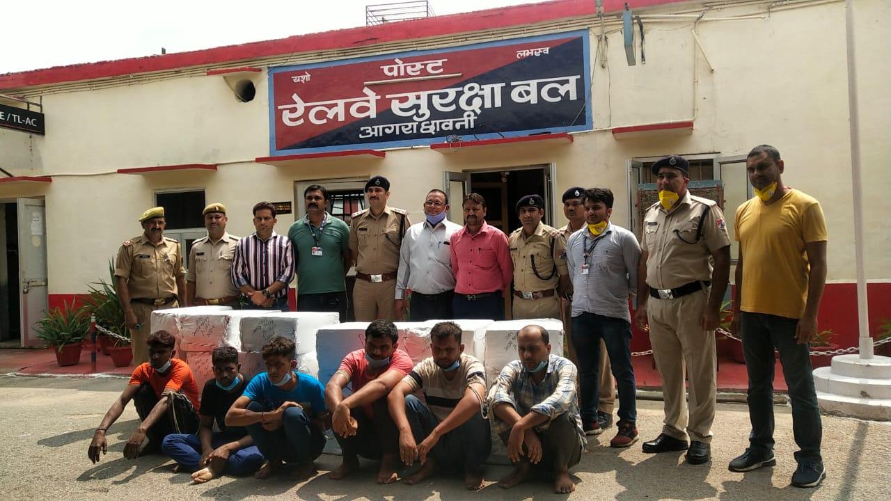 9 दिन पहले GT एक्सप्रेस से 27 लाख के मोबाइल डिस्प्ले किए थे चोरी, RPF ने दिल्ली से पकड़ा गैंग|आगरा,Agra - Dainik Bhaskar