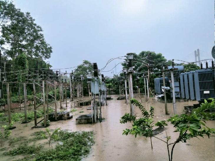 गंगा-यमुना के जल स्तर में कमी के बाद प्रयागराज दोबारा बारिश ने बढ़ाई चिंता, विद्युत सब स्टेशन सहित 10 से ज्यादा कॉलोनियों में भरा पानी|प्रयागराज (इलाहाबाद),Prayagraj (Allahabad) - Dainik Bhaskar