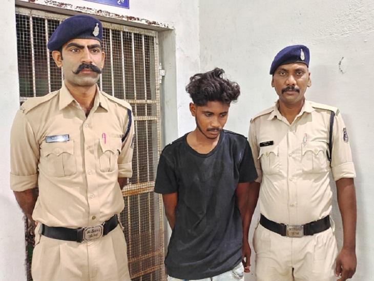 पुलिस की गिरफ्त में 18 साल का दिनबंधु सफा।