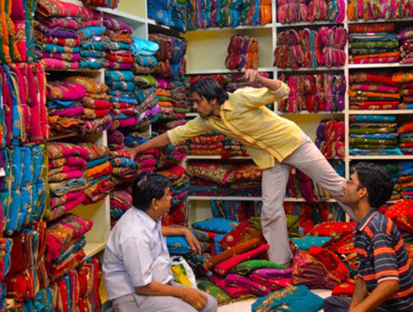 कारोबारियों को उम्मीद, दीपावली पर मार्केट में आ सकती है जगमगाहट।