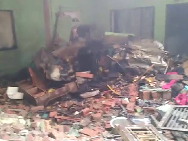 पड़ोसियों ने कड़ी मशक्कत के बाद घायलों को बाहर निकाला। - Dainik Bhaskar