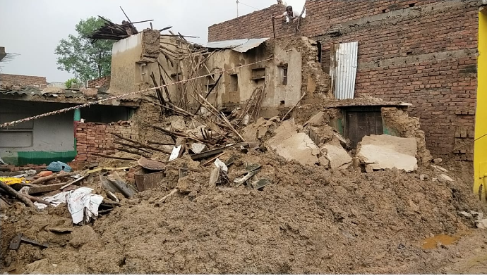 कुदरत की मार ने ग्रामीणों की कमर तोड़कर रख दी है।