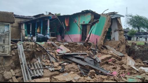 गांव के अधिकांश मकान जमींदोज हो चुके हैं और मलबे का ढेर बन चुके हैं।