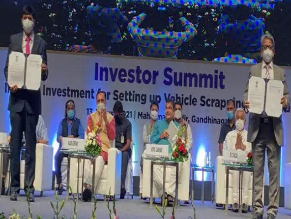Photograph of Investors Summit held at the time of policy announcement.