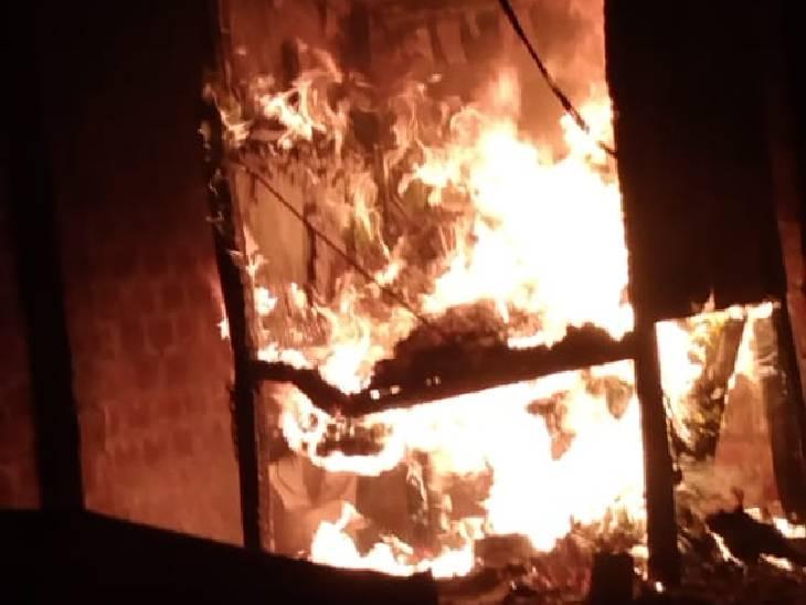 झगड़ा होने पर दिन में आग लगाने की धमकी दी थी; रात तीन बजे दुकान से लपटों में घिरी दुकान, फायर ब्रिगेड को नहीं बुलाया भोपाल,Bhopal - Dainik Bhaskar
