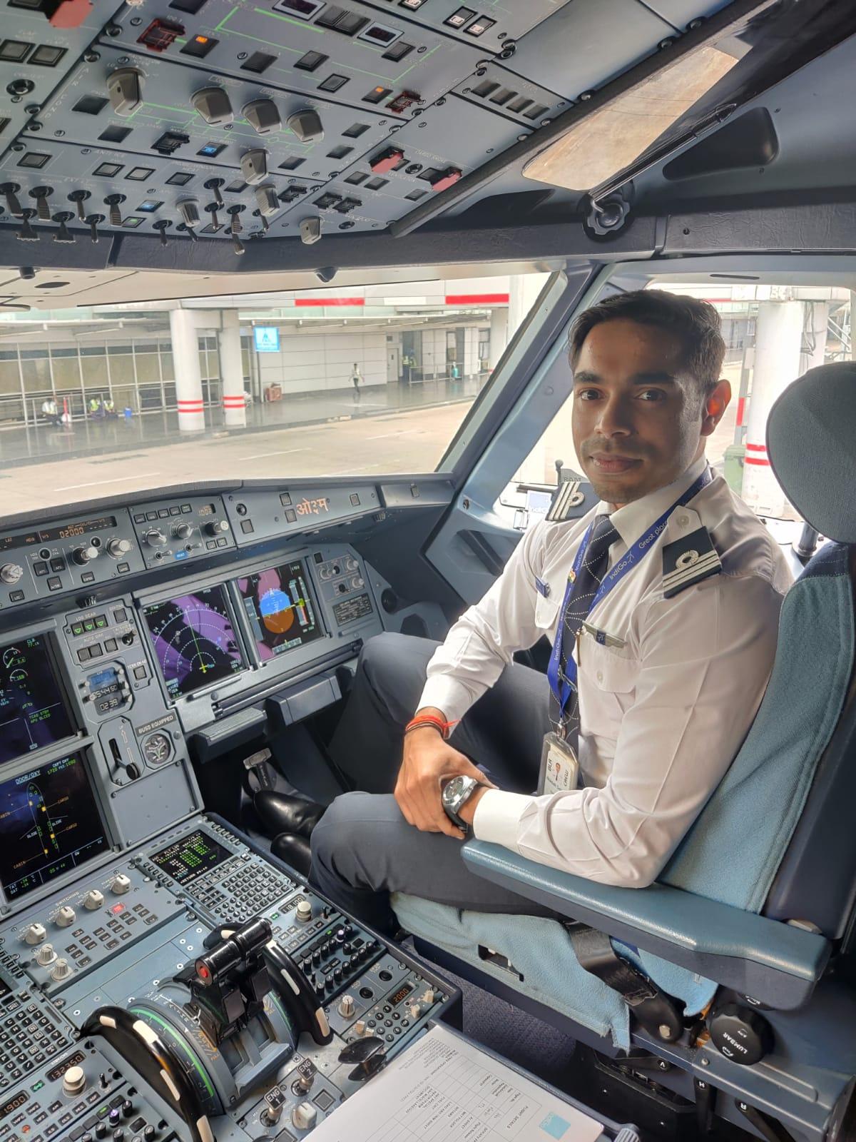 14 से शुरू हो रही है दोनों शहरों के बीच उड़ान, भाई से मिली पायलट बनने की प्रेरणा; शूटिंग के नेशनल प्लेयर हैं आकाश मथुरा,Mathura - Dainik Bhaskar