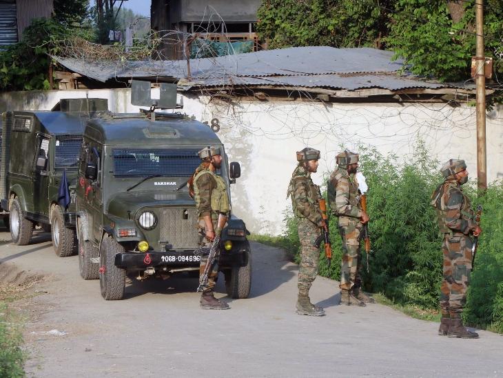 Five injured in grenade attack on BJP leader's house in J-K's Rajouri   राजौरी में आतंकियों ने 3 ग्रेनेड फेंके, 5 लोग घायल; कुलगाम में BSF के काफिले को भी बनाया निशाना - NewsJoJo