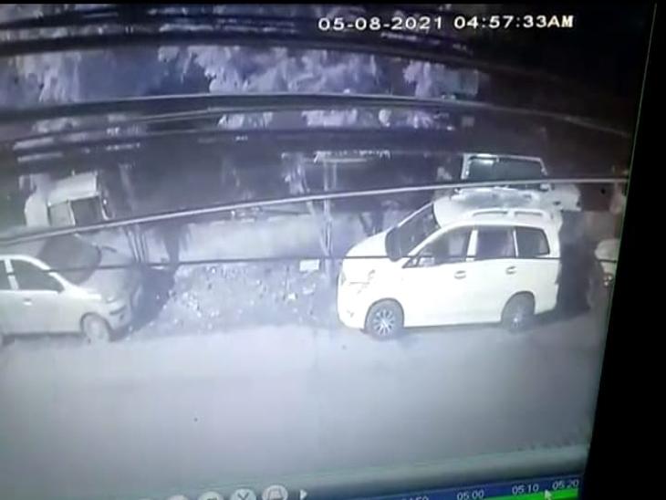 इंदौर में 7 दिनों में थाने के पीछे से 2 स्कॉर्पियो ले उड़े बदमाश, एक तरीका, एक वार और एक गाड़ी का इस्तेमाल, CCTV खंगालने में जुटी पुलिस|इंदौर,Indore - Dainik Bhaskar