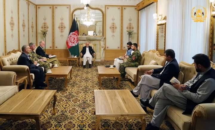 अफगानिस्तान के सरकारी चैनल एआरजी के मुताबिक राष्ट्रपति के साथ सुरक्षा परिषद की बैठक में अफगानिस्तान में अमेरिकी सैन्यबलों के कमांडर भी थे। इसमें काबुल और आसपास के प्रांतों की सुरक्षा की रणनीति बनाई गई है।