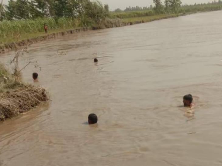 मासूम समेत दो लोग गंगा में डूबे, एक की मौत, दूसरा लापता|अमरोहा,Amroha - Dainik Bhaskar