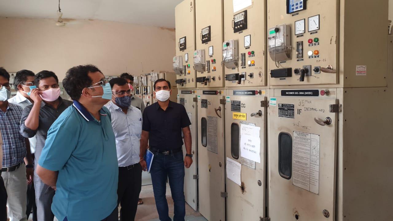ऊर्जा मंत्री श्री कांत शर्मा ने राधापुरम बिजली घर का औचक निरीक्षण किया। इस दौरान उपभोक्ताओं से बिजली सप्लाई को लेकर फीडबैक भी लिया। - Dainik Bhaskar