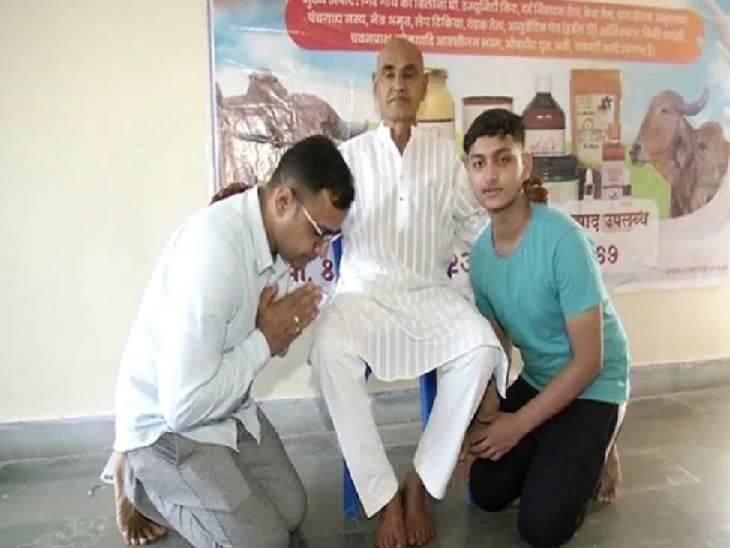 मल्ल कुमार जैन आईएएस बेटे राहुल जैन व पोते के साथ।