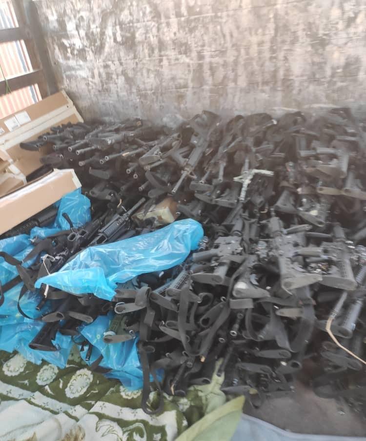 पक्तिया में भारी मात्रा में हथियार तालिबान के हाथ लगे हैं।