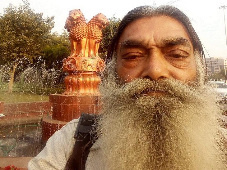 रमाशंकर, तस्वीर तब की है, जब दाढ़ी बढ़ी थी।