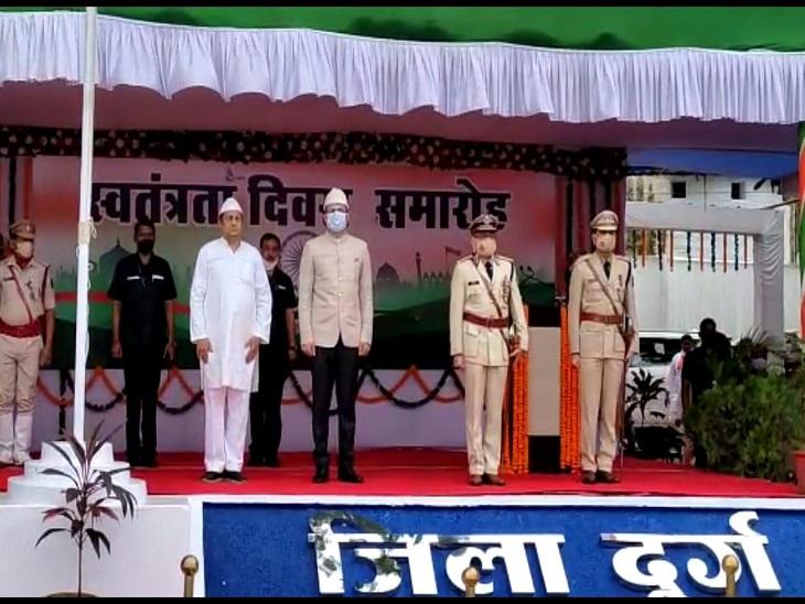 मंत्री मो.अकबर ने दुर्ग में आयोजित समारोह में तिरंगा फहराया है।
