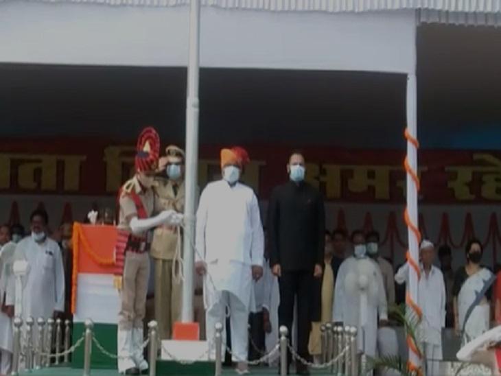 मंत्री जयसिंह अग्रवाल ने बिलासपुर जिला मुख्यालय में झंडा वंदन किया है।