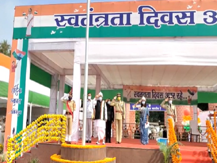 मंत्री कवासी लखमा ने जगदलपुर में झंडा वंदन किया।