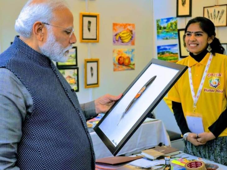प्रधानमंत्री मोदी भी आफरीन की कलाकारी के मुरीद हैं। एक प्रदर्शनी में मिलने के बाद उन्होंने आफरीन की हौसला अफजाई की थी।