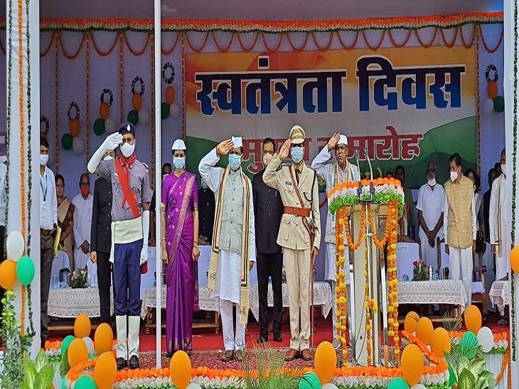 कोरबा में मंत्री डॉ.प्रेमसाय सिंह टेकाम ने राष्ट्रीय ध्वज फहराया।