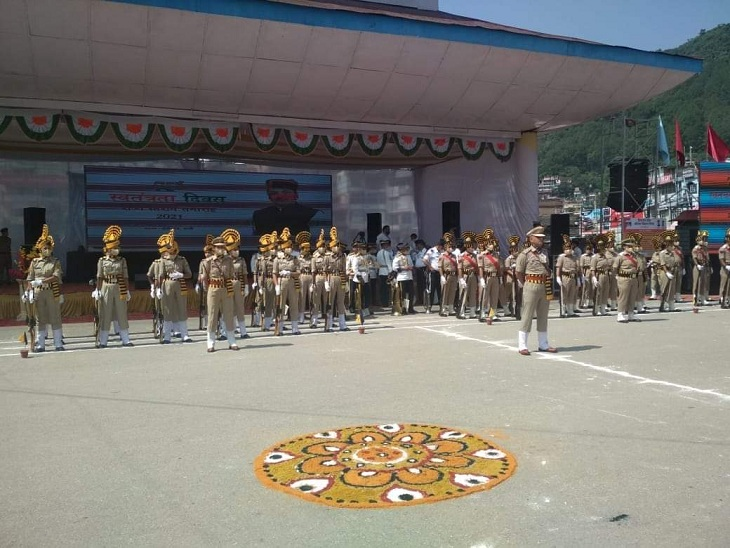 Himachal Police contingent taking part in Independence Day celebrations.