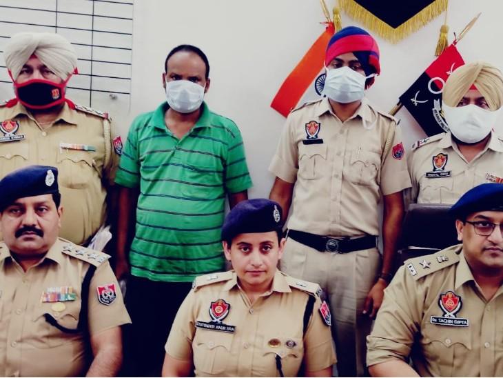 लुधियाना में पुलिस की गिरफ्त में भानजे की हत्या का आरोप बिहार निवासी सपन शाह। - Dainik Bhaskar