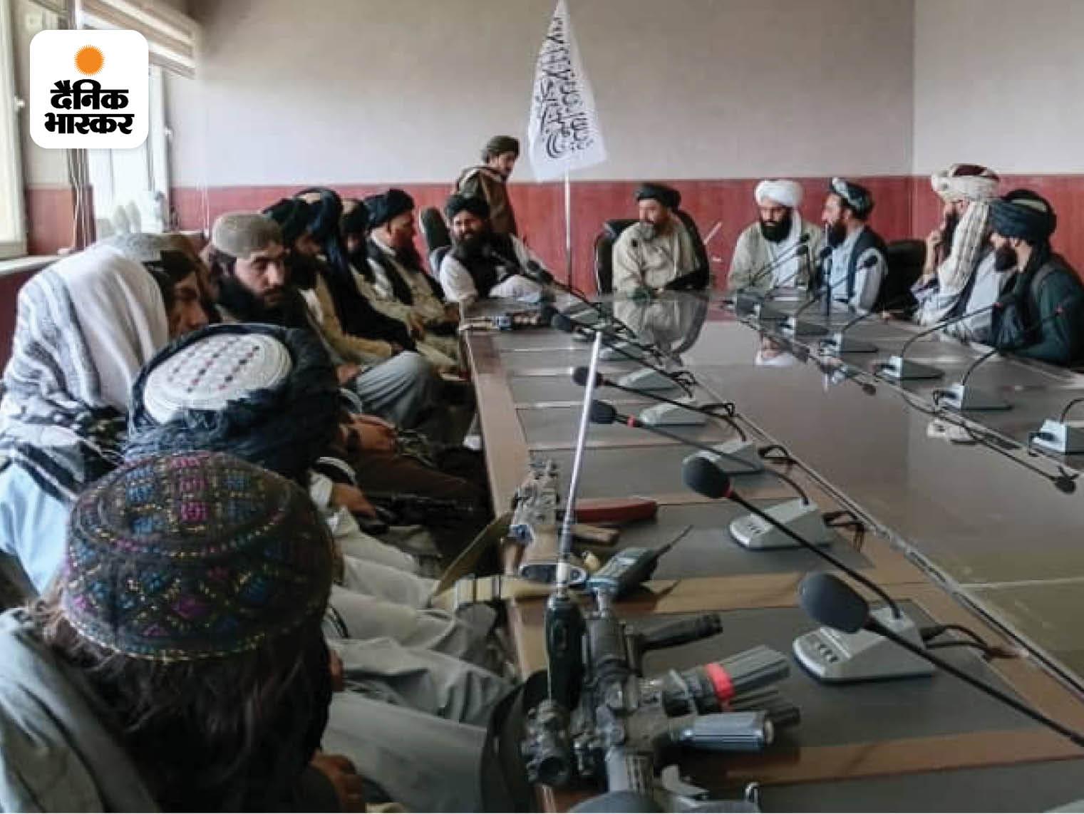 इस बार के तालिबानी 20 साल पुराने तालिबानियों से काफी अलग हैं। संगठन के लड़ाके हाइटेक हथियारों के अलावा सोशल मीडिया का यूज भी कर रहे हैं। फोटो राष्ट्रपति भवन की है।