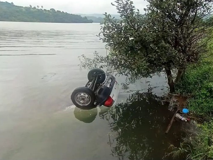 Yogesh Deshpande's car fell directly into the water of the dam after a tire burst.