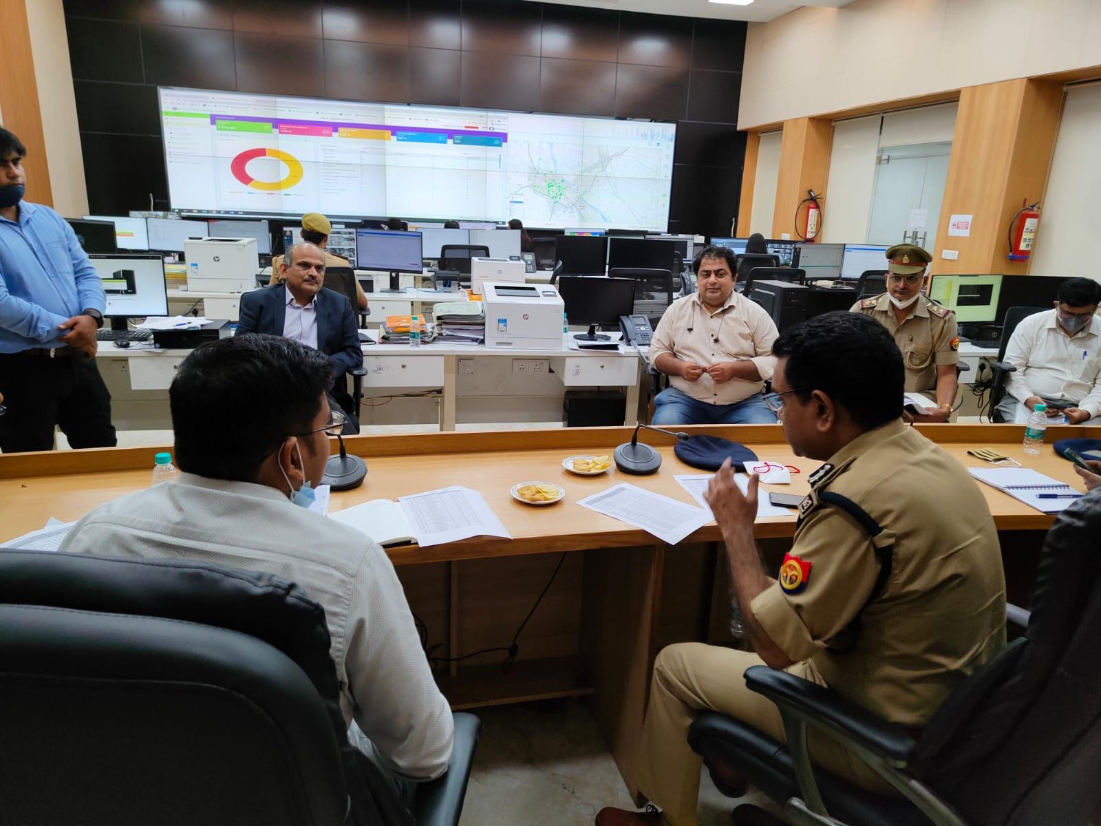 ट्रैफिक ज्यादा होने पर हेड काउंट करने के बाद ही होगा ग्रीन सिग्नल, 3 चौराहों पर लगेगा अडॉप्टिव कंट्रोल सिस्टम, नियम तोड़ने पर तुरंत होगा ई-चालान|कानपुर,Kanpur - Dainik Bhaskar