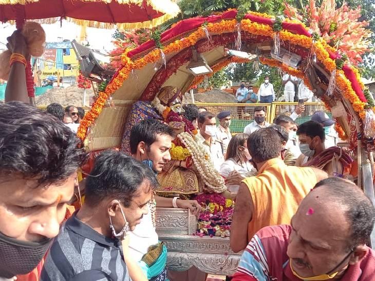 हाथी पर सवार होकर नगर भ्रमण पर निकले श्री मनमहेश; महाकाल मंदिर पहुंची, फूलों-रंग और गुलाल से स्वागत उज्जैन,Ujjain - Dainik Bhaskar