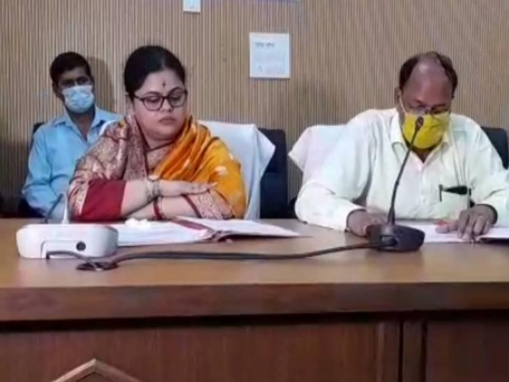 जिला पंचायत की बैठक में सदस्यों के विरोध के बीच पास हुआ नाम बदलने का प्रस्ताव, अब सरकार को भेजा जाएगा|मैनपुरी,Mainpuri - Dainik Bhaskar