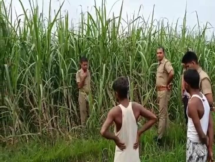 घर के बाहर से अचानक हुआ लापता, खेत में मिला शव; परिजन पुरानी रंजिश में हत्या की जता रहे आशंका सीतापुर,Sitapur - Dainik Bhaskar